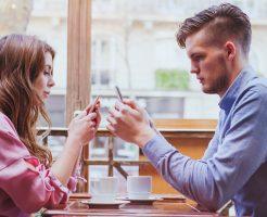 目を合わせない心理はなぜ?彼氏との距離を感じるときの対策